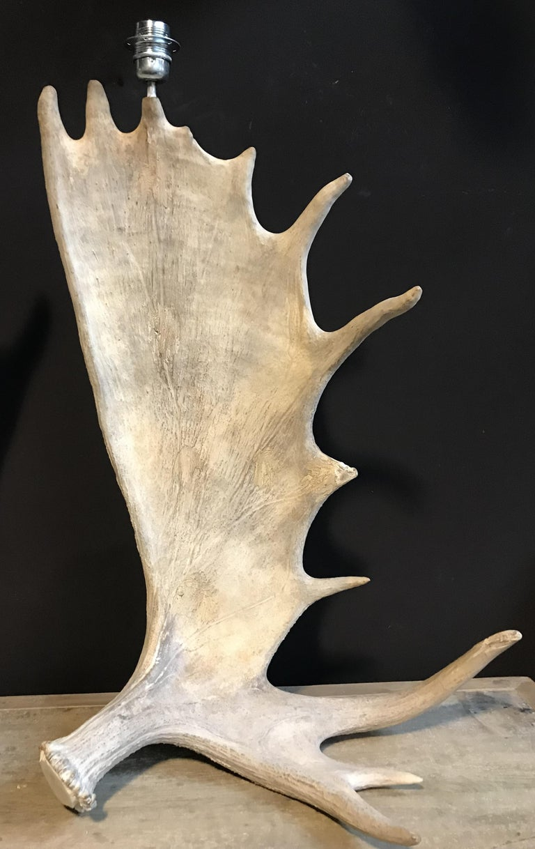 Nice Pair of Table Lamps Made of Canadian Moose Antlers In Excellent Condition For Sale In Eindhoven, NL