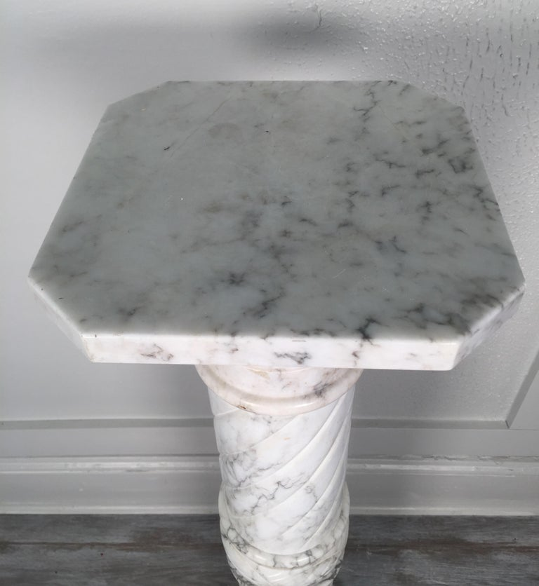 Nice White Italian Marble Pedestal Made in Italy, circa 1910-1920 In Good Condition For Sale In Lambertville, NJ