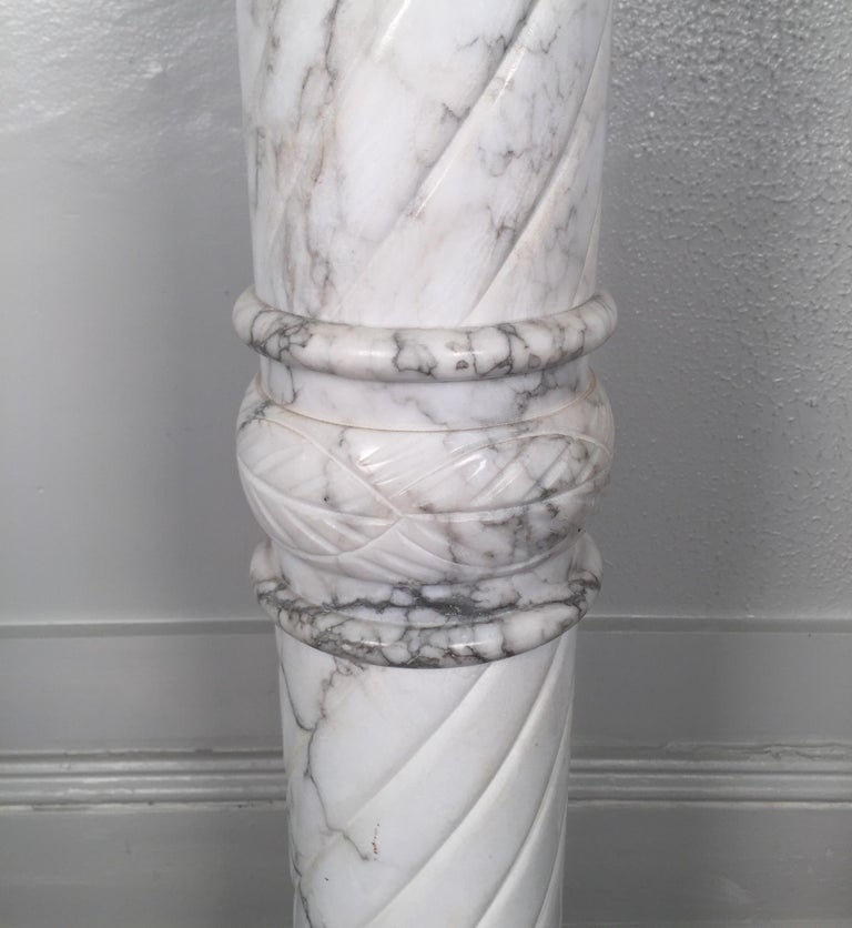 Nice White Italian Marble Pedestal Made in Italy, circa 1910-1920 For Sale 1
