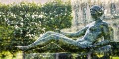 Jeune fille allongée (Paris, France)