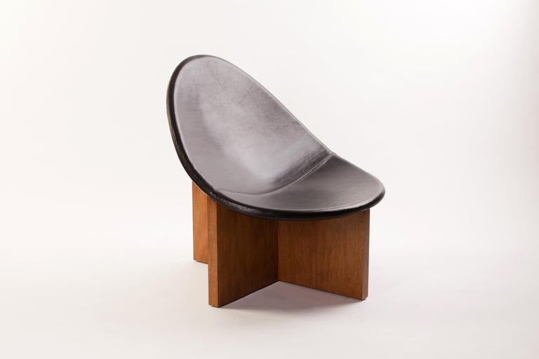 American Nido Lounge Chair in Solid Walnut and Black Leather Seat by Estudio Persona For Sale