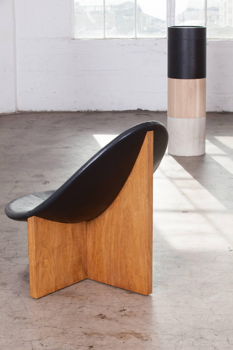 Nido Lounge Chair in Solid Walnut and Black Leather Seat by Estudio Persona For Sale 1