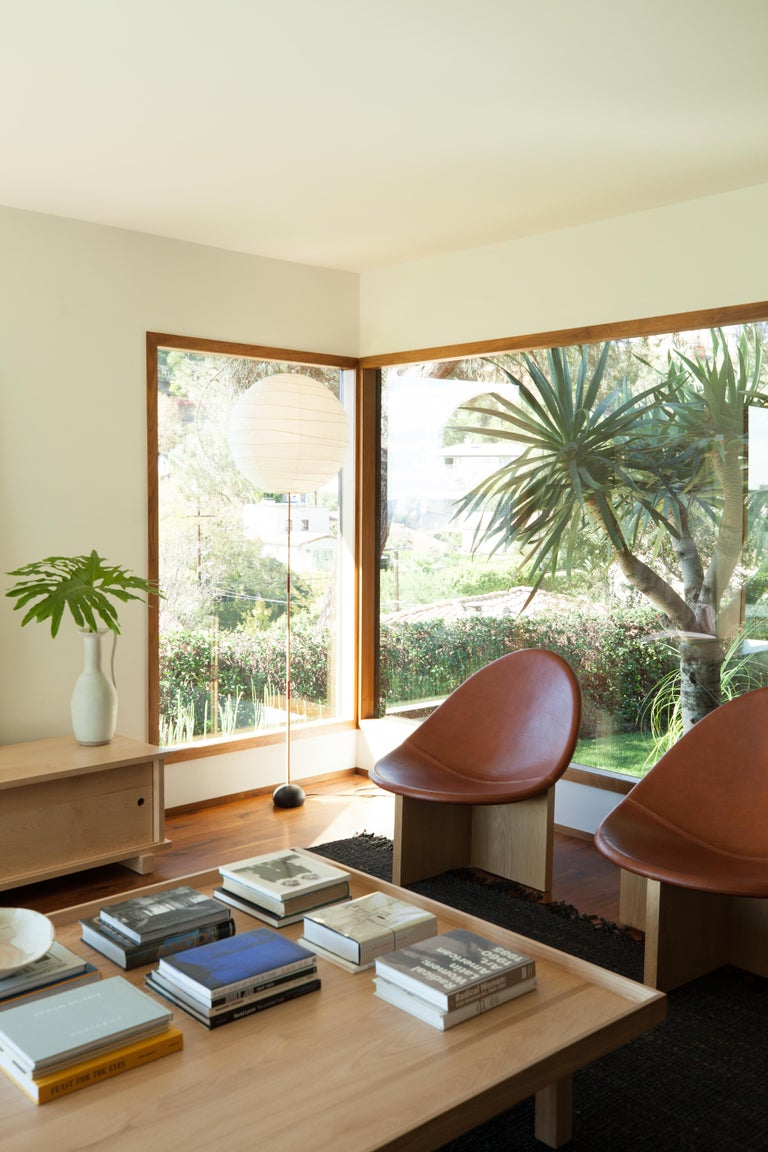 Nido Modern Lounge Chair, White Oak Base & Blush Leather seat by Estudio Persona For Sale 4