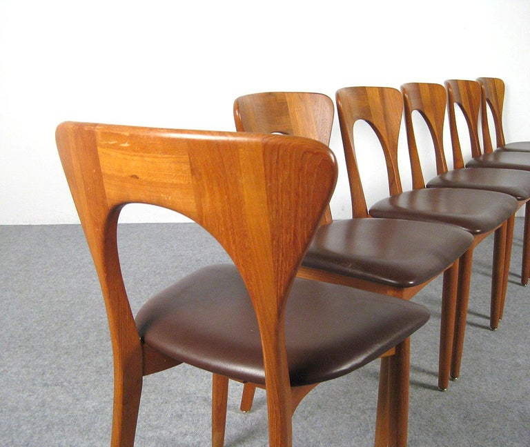 Niels Kofoed, 6 Chairs and Dining Table, Model Peter, Teak, Brown Leather For Sale 5