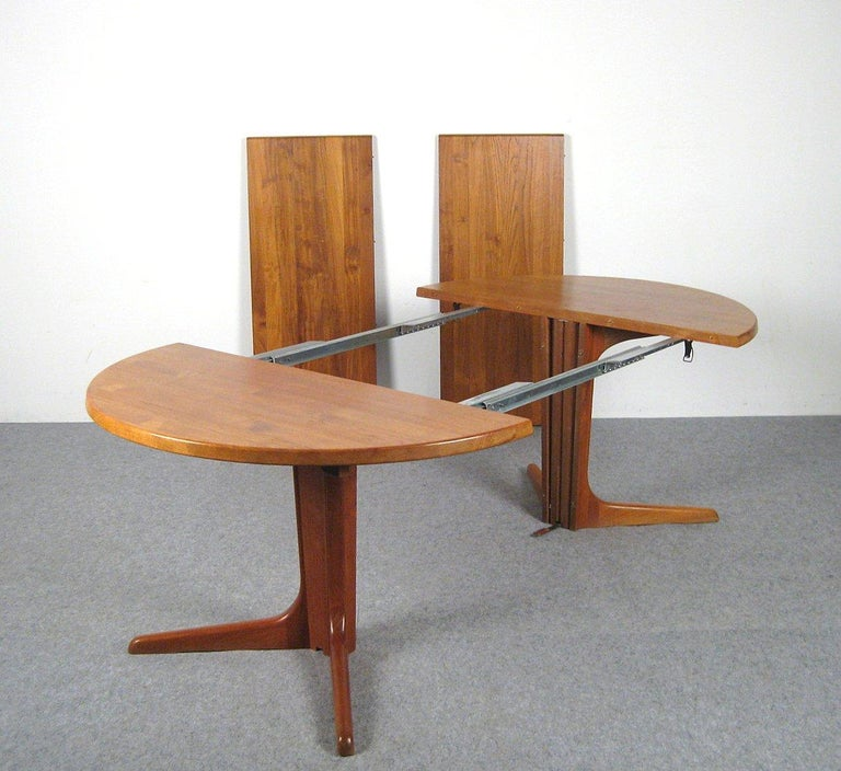 Niels Kofoed, 6 Chairs and Dining Table, Model Peter, Teak, Brown Leather For Sale 11