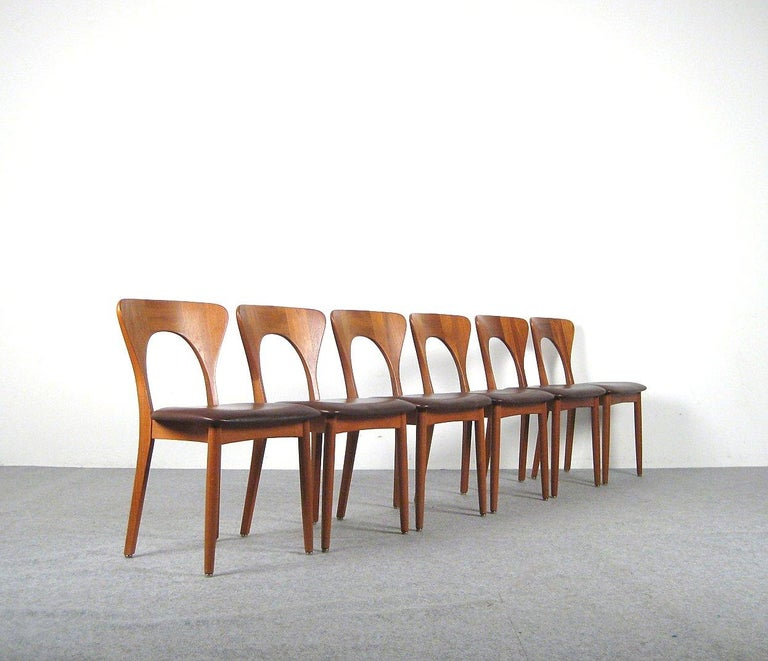 Niels Kofoed, 6 Chairs and Dining Table, Model Peter, Teak, Brown Leather In Good Condition For Sale In Roskilde, Sealand