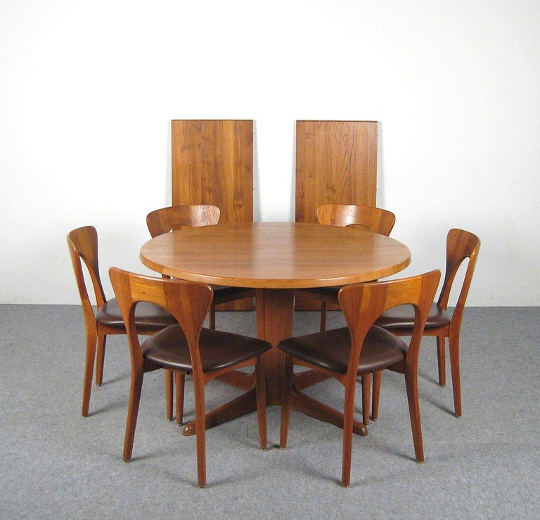 Niels Kofoed, 6 Chairs and Dining Table, Model Peter, Teak, Brown Leather For Sale 1