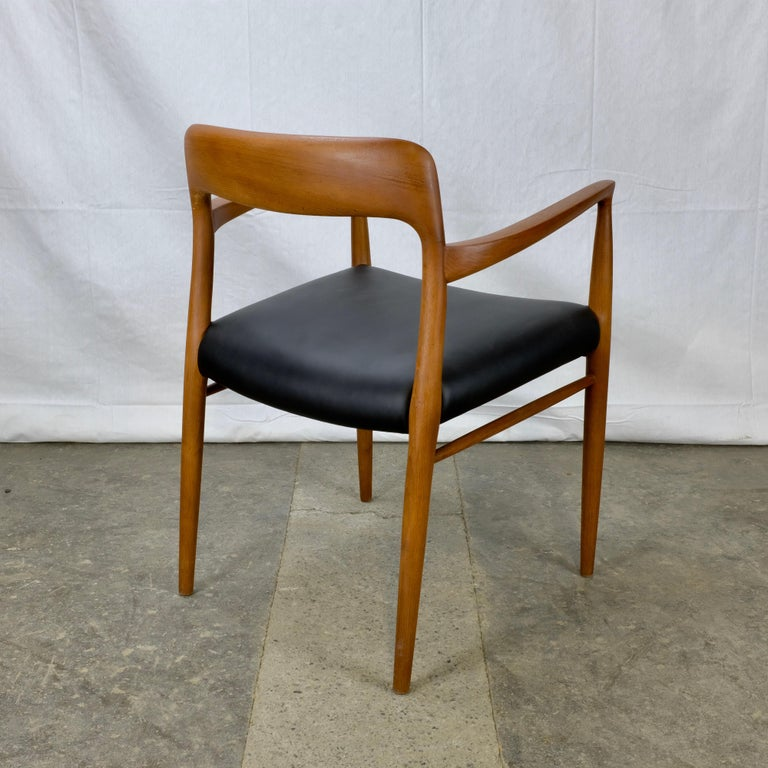 Niels Møller No. 56 Armchair in Teak and Black Leatherette In Excellent Condition For Sale In Ottawa, ON