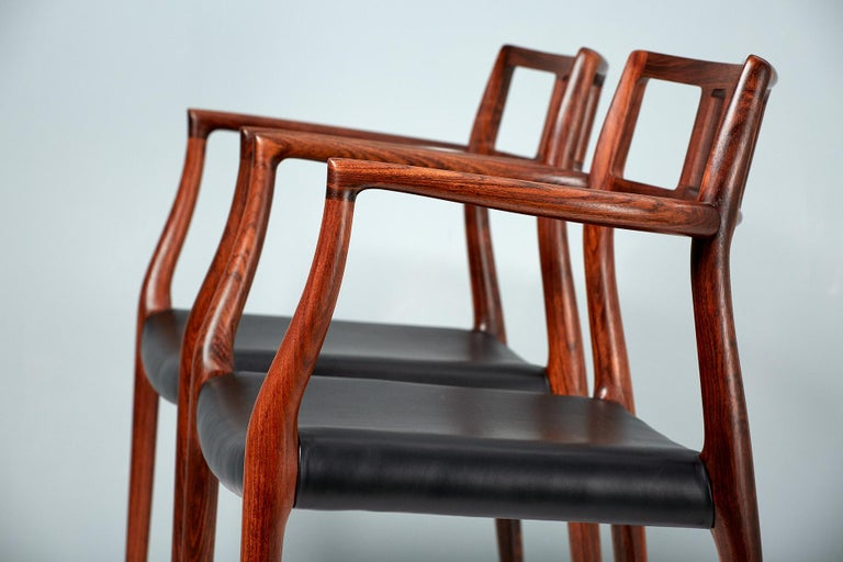 Niels Moller Pair of Rosewood Model 64 Chairs In Excellent Condition For Sale In London, GB