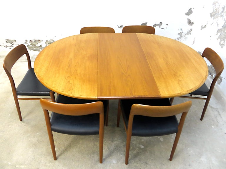 This vintage mid-century dining room design classics set includes 6 chairs produced by J.L Möllers and a extendable table by Gudme Denmark , both objects are designed by Niels Otto Möller in the late 1950s to 1960s . Special features are the