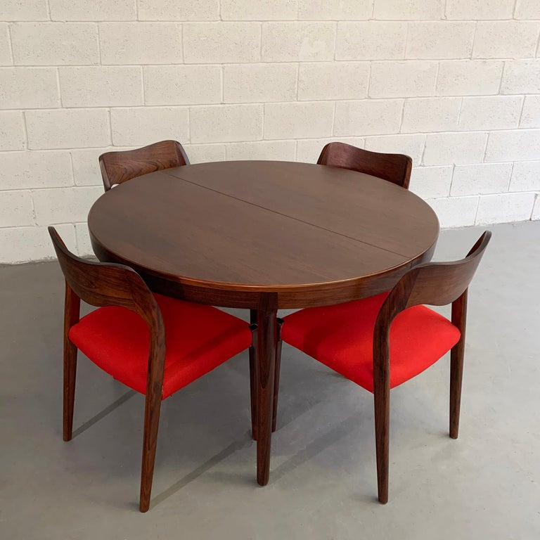 Scandinavian Modern Niels O Moller Round Rosewood Extension Dining Set For Sale