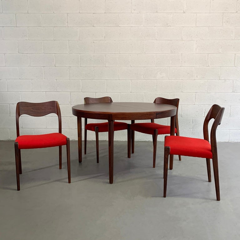 Niels O Moller Round Rosewood Extension Dining Set In Good Condition For Sale In Brooklyn, NY