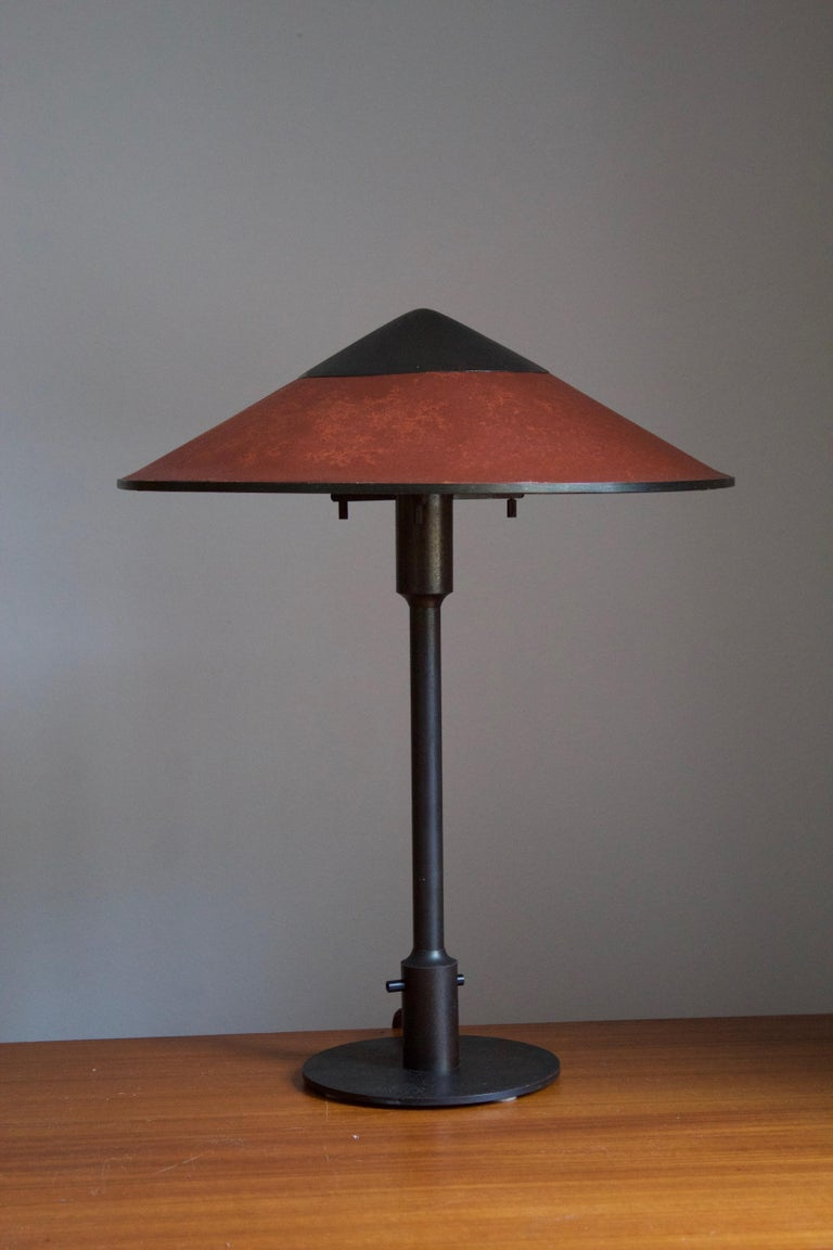 A rare and early table lamp / desk light. Designed by Niels Rasmussen Thykier for Fog & Mørup, Denmark, 1930s. Features a break-through switch typical to early production examples.  In patinated brass and waxed paper screen.