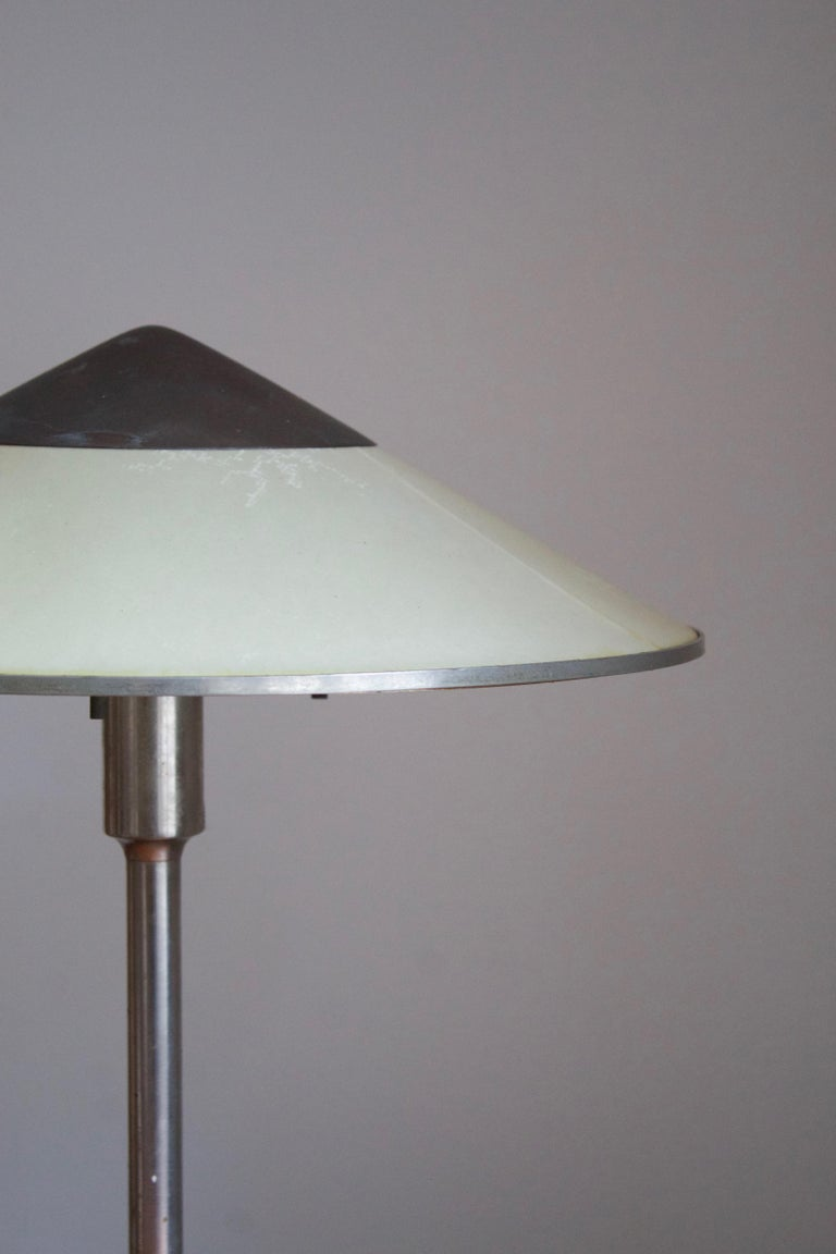 Niels Rasmussen Thykier, Early Table Lamp, Nickel, Waxed paper, Denmark, 1930s In Good Condition For Sale In West Palm Beach, FL