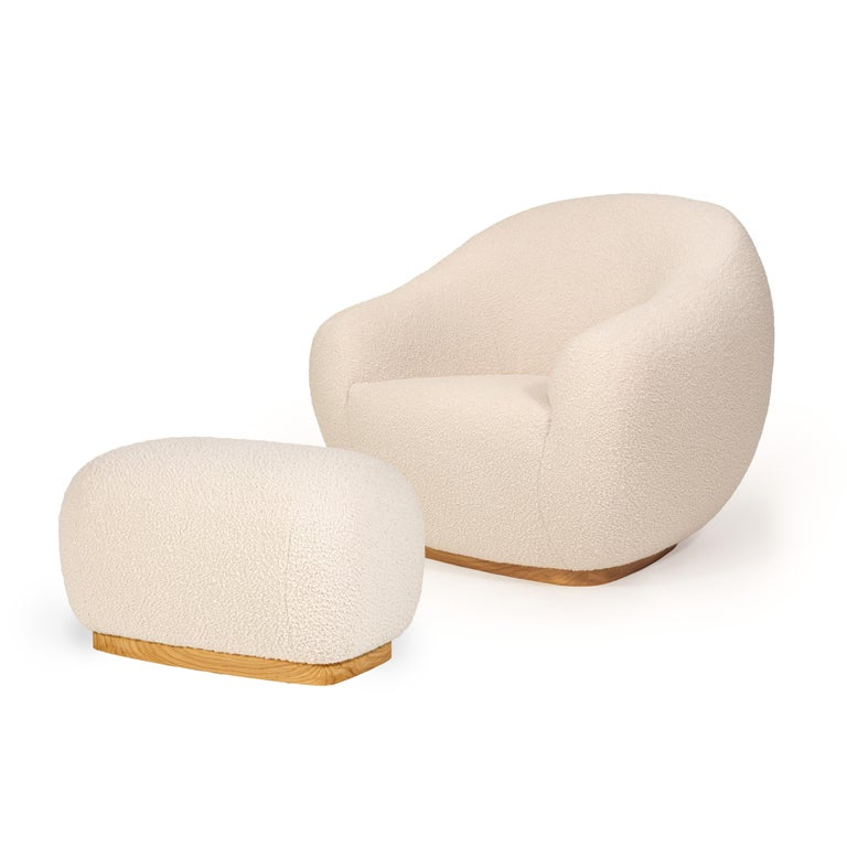 Both the Niemeyer II armchair and stool is named after the Brazilian Architect Oscar Niemeyer whose Architecture was spread like sculptural poetry in the History of humankind. The rounded lines are influenced by the remarkable 'Casa das Canoas'