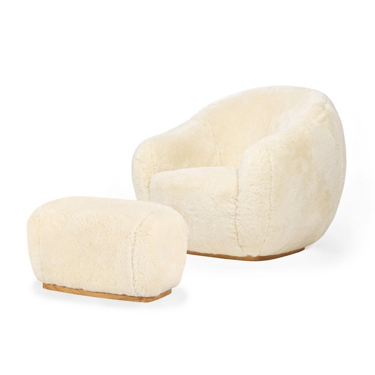 Both the Niemeyer II fur armchair and stool are named after the Brazilian Architect Oscar Niemeyer whose Architecture was spread like sculptural poetry in the History of humankind.  The rounded lines are influenced by the remarkable 'Casa das