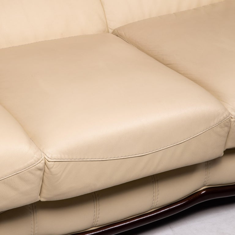 Modern Nieri Leather Wood Sofa Cream Three-Seater Couch For Sale