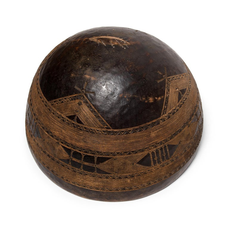 Nigerian Fulani Incised Bowl In Good Condition In Chicago, IL