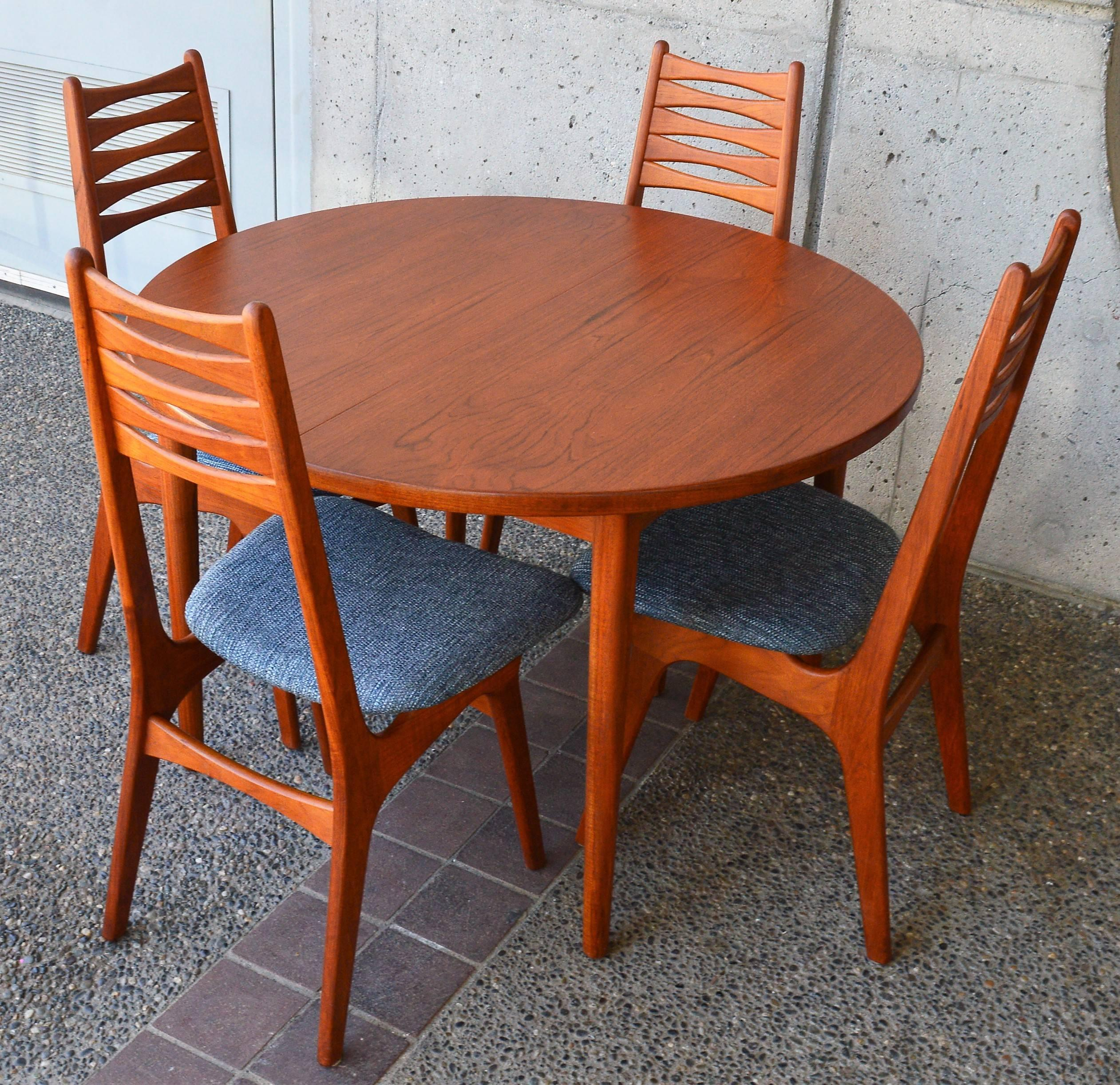 Nils Jonsson For Troeds 1960s Sweden Teak Round Two Leaf Dining Table Malta Line At 1stdibs