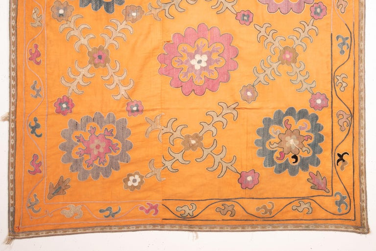 Nim Suzani from Uzbekistan, Central Asia, Mid-20th Century In Good Condition For Sale In Istanbul, TR