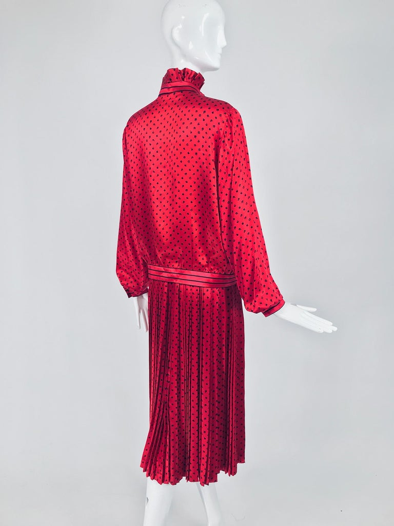 Nina Ricci Red Silk Satin Printed Blouse and Skirt set 1980s For Sale 2