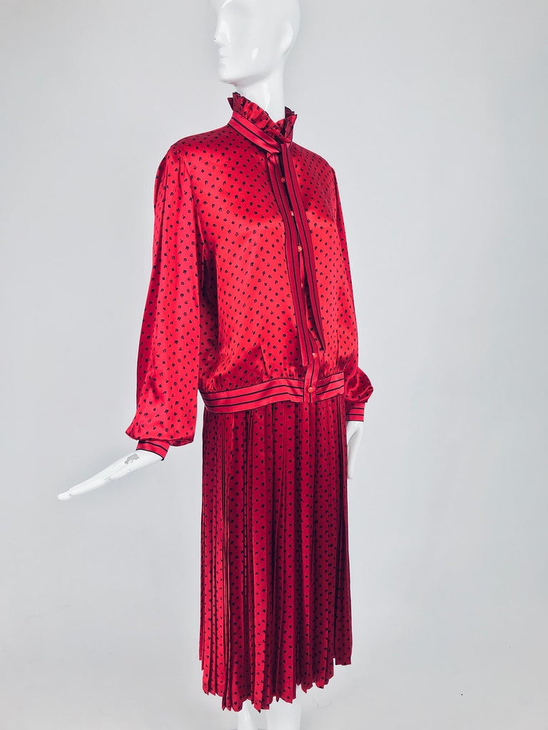 Nina Ricci Red Silk Satin Printed Blouse and Skirt set 1980s For Sale 5