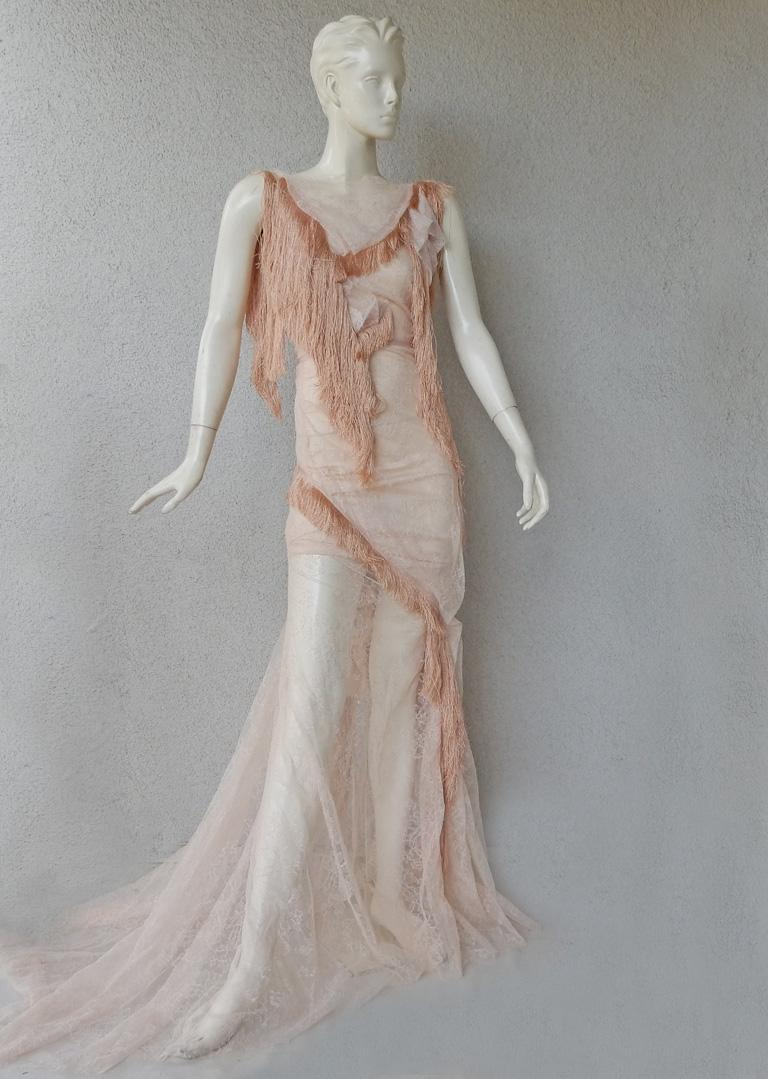 Nina Ricci Romantic Runway Delight Lace Confection Dress Gown In Excellent Condition For Sale In Los Angeles, CA