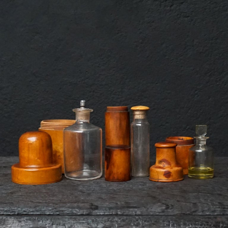 Nine 19th Century Treen Ware Boxwood Medical Oil Ointment Lotion Bottle Holders In Good Condition For Sale In Haarlem, NL