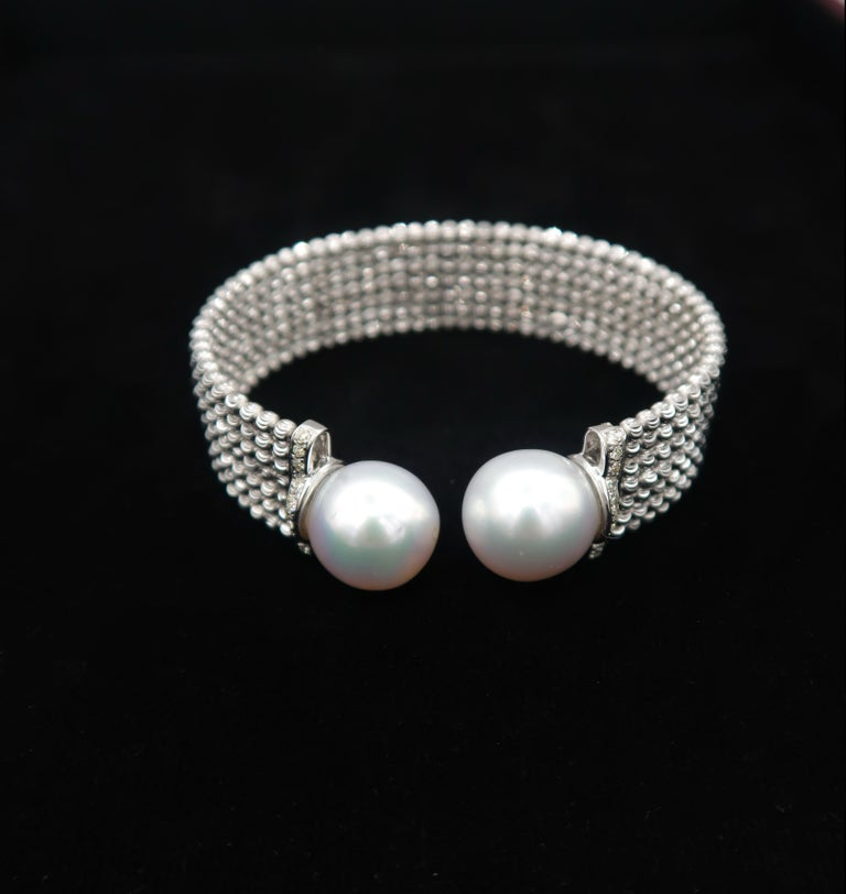 Easy-to-Wear Spring Open Bangle in 18K Gold w/ Diamonds & White South Sea Pearls In New Condition For Sale In Bangkok, TH