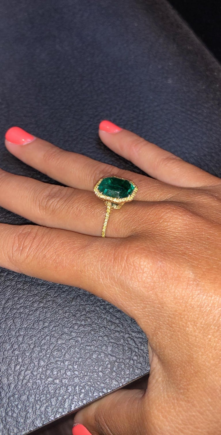 No Oil Colombian Emerald and Diamond Ring In New Condition For Sale In New York, NY