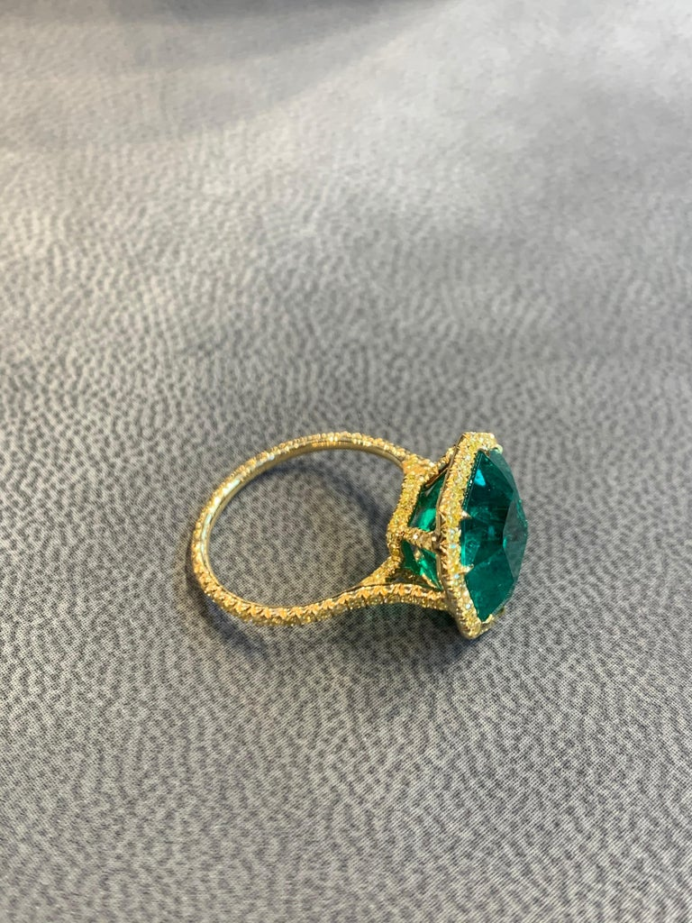 No Oil Colombian Emerald and Diamond Ring For Sale 4