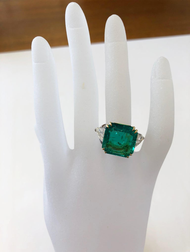 Emerald Cut No Oil Colombian Emerald and Diamond Shield Ring in 18 Karat with GIA and AGL For Sale