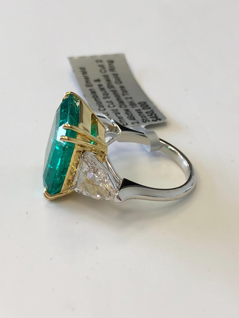 Women's or Men's No Oil Colombian Emerald and Diamond Shield Ring in 18 Karat with GIA and AGL For Sale