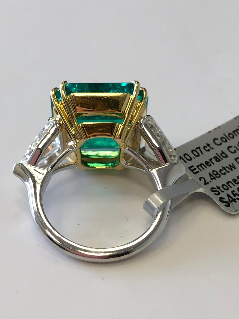 No Oil Colombian Emerald and Diamond Shield Ring in 18 Karat with GIA and AGL For Sale 1