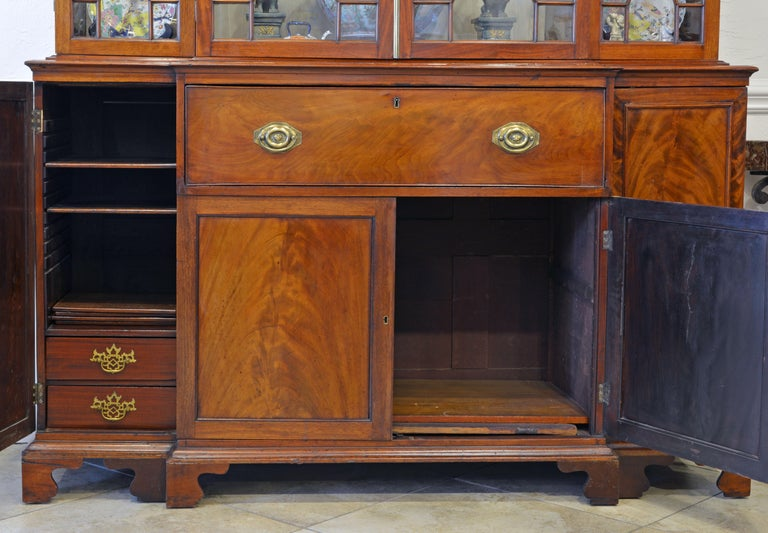 Noble Early 19th Century George III Mahogany Breakfront Secretary Bookcase For Sale 3