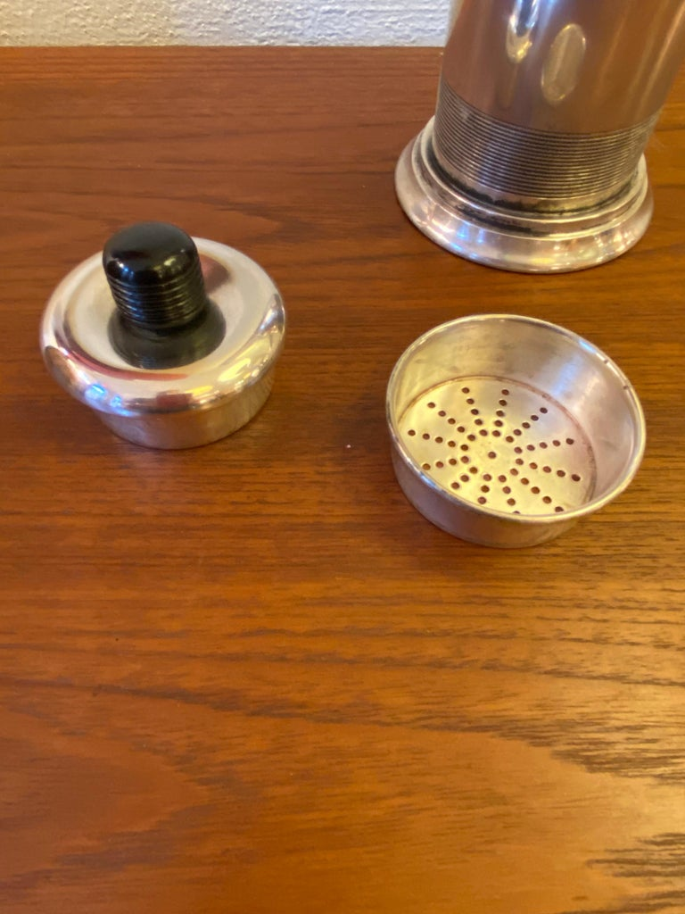 """American """"Nocturne"""" Silverplate Cocktail Shaker by Saunders and Switzer for Benedict For Sale"""