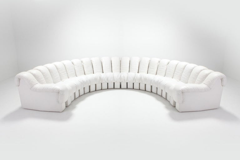 De Sede created this gorgeous non stop 'Snake' couch in the 1970s. Designer Ueli Berger, E. Peduzzi-Riva, Heinz Ulrich & Klaus Vogt Named after a mythical alpine creature, the Tatzelwurm. Consisting of 22 elements in ivory white top quality