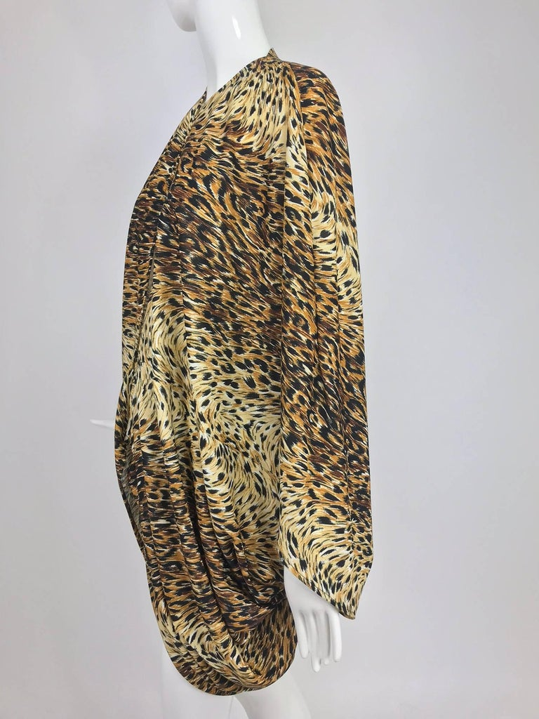 Norma Kamali OMO leopard print cocoon jacket 1970s In Excellent Condition For Sale In West Palm Beach, FL