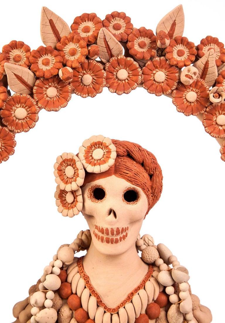 Catrina con Ofrenda de Muertos / Ceramics Mexican Folk Art Clay - Sculpture by Norma Vazquez Gutierrez