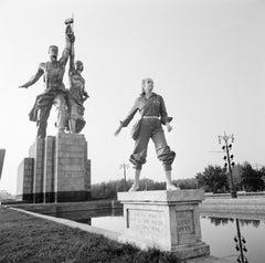 Jerry Hall, Soviet Monument