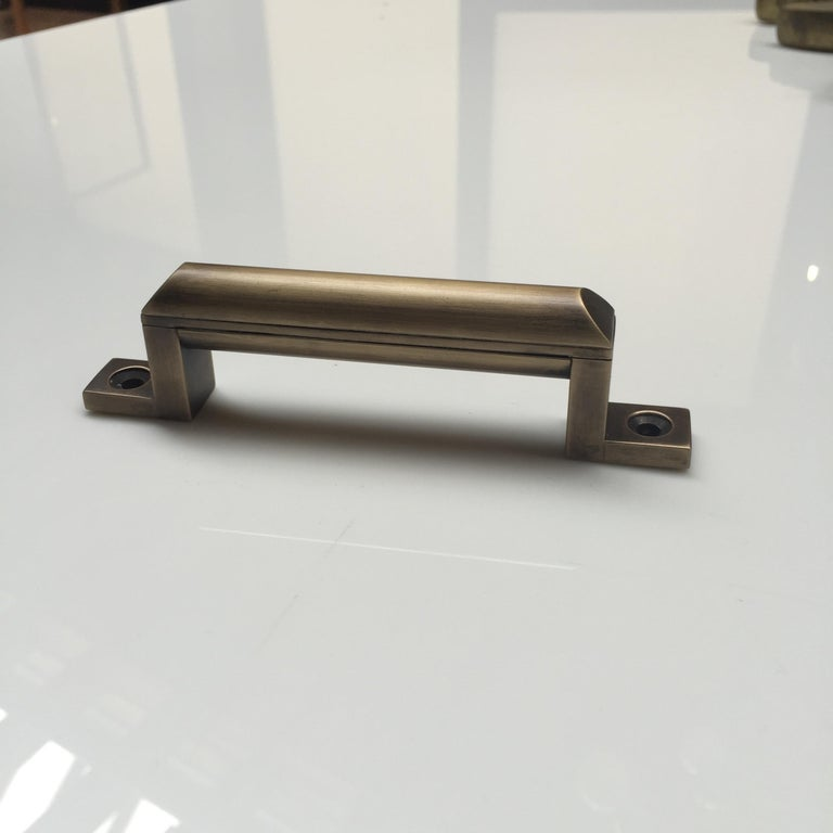 A sleek and modern door/appliance pull with precise detailing that enrich any setting.  Metal finishes: Antique bronze, oil-rubbed bronze, polished nickel, satin nickel, satin brass, polished brass, or gunmetal. Available in all polished metal