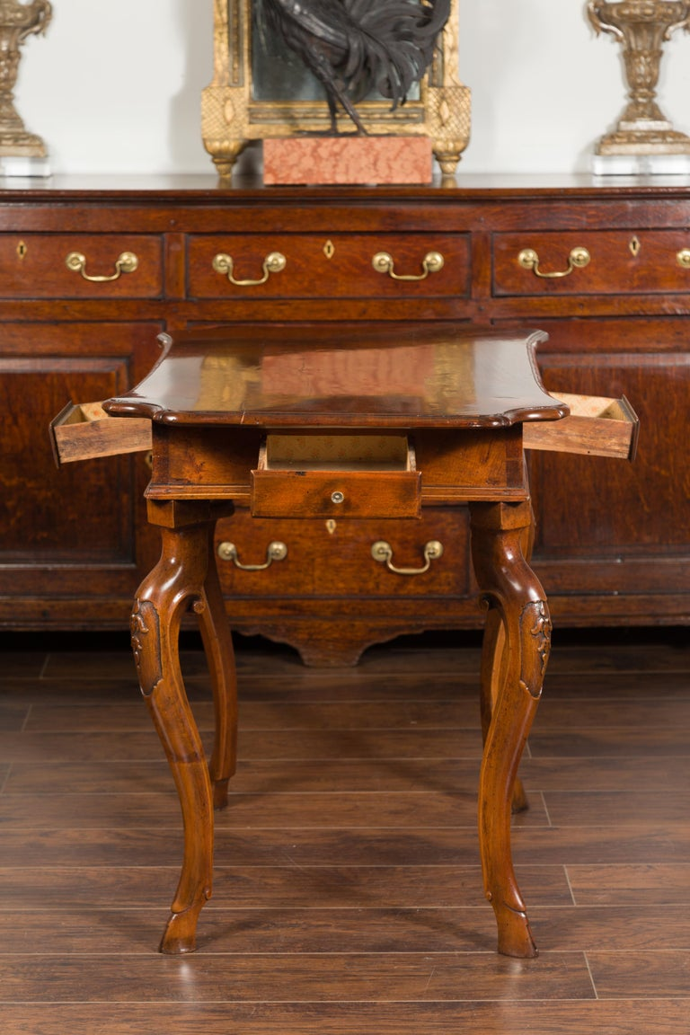Northern Italian 1720s Régence Walnut Side Table with Four Drawers and Cabrioles For Sale 8