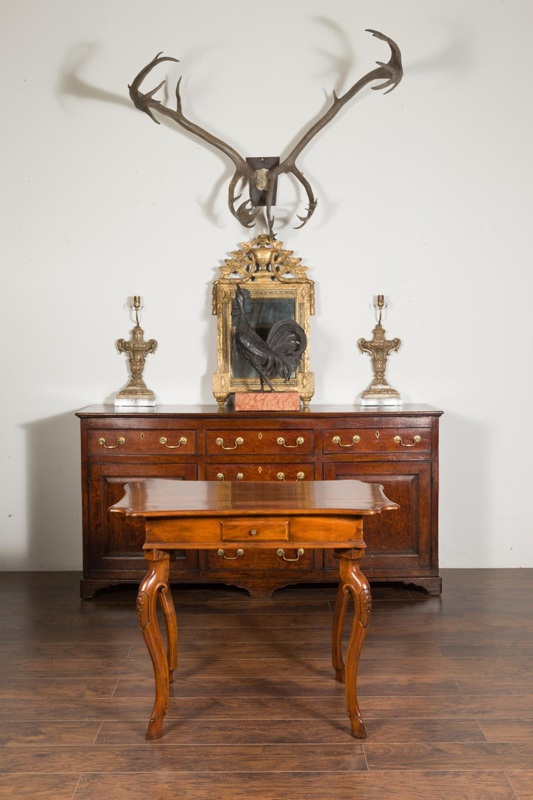 Carved Northern Italian 1720s Régence Walnut Side Table with Four Drawers and Cabrioles For Sale