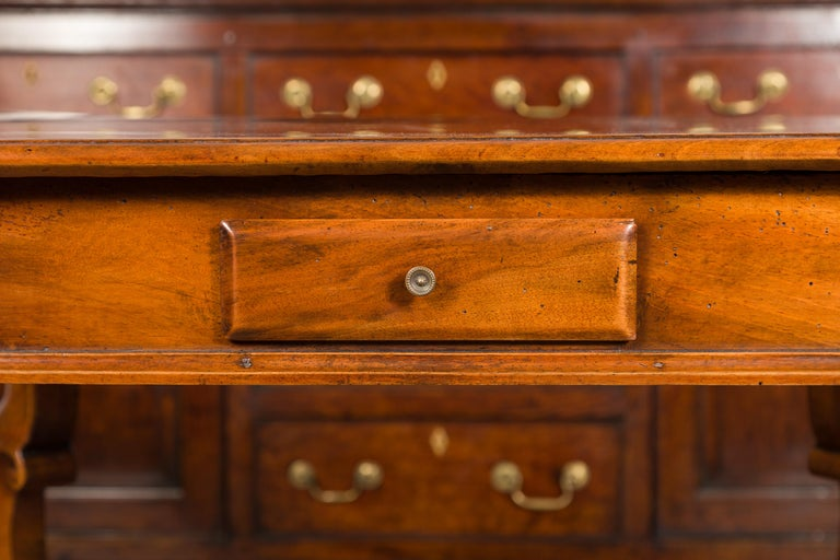 Northern Italian 1720s Régence Walnut Side Table with Four Drawers and Cabrioles In Good Condition For Sale In Atlanta, GA