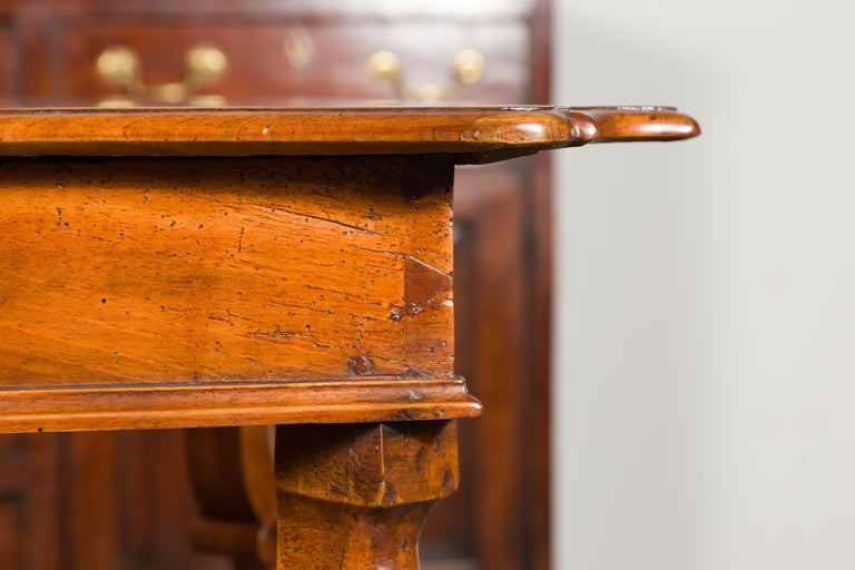 18th Century Northern Italian 1720s Régence Walnut Side Table with Four Drawers and Cabrioles For Sale