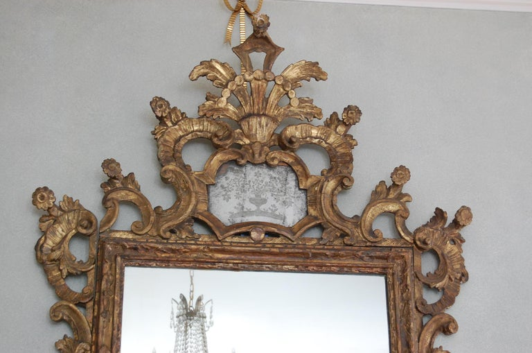 Northern Italian Rococo Giltwood Mid-18th Century Mirror In Good Condition For Sale In Pittsburgh, PA