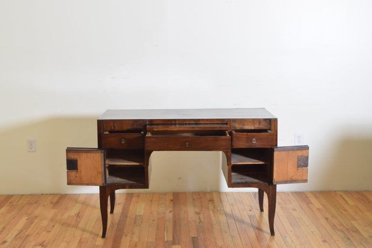 Northern Italian, Veneto, Walnut Neoclassic Period Writing Desk, early 19th cen For Sale 2