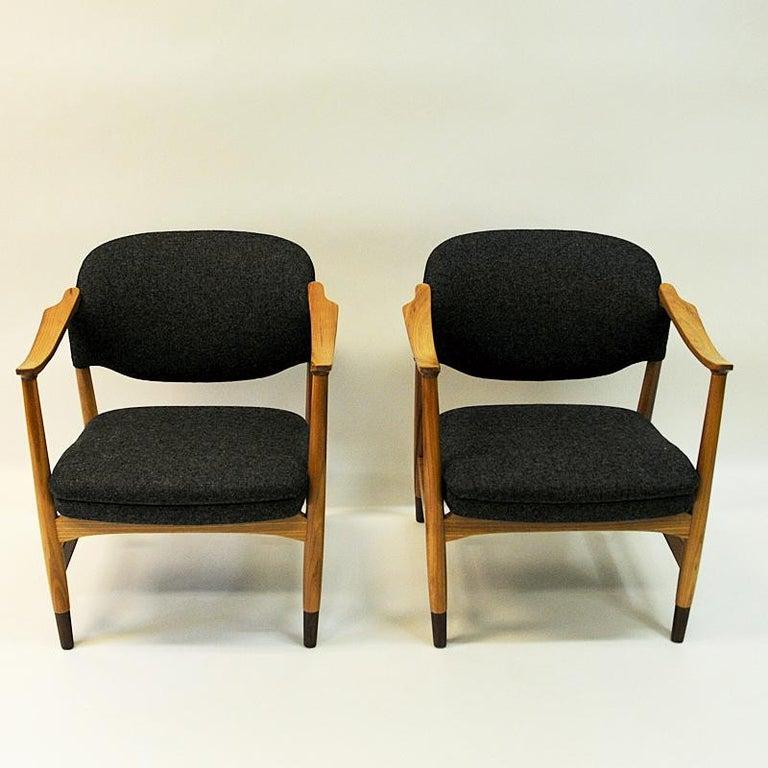 Scandinavian Modern Norwegian Pair of Elm Tree Vintage Armchairs by Olav A. Hessen, 1950s For Sale