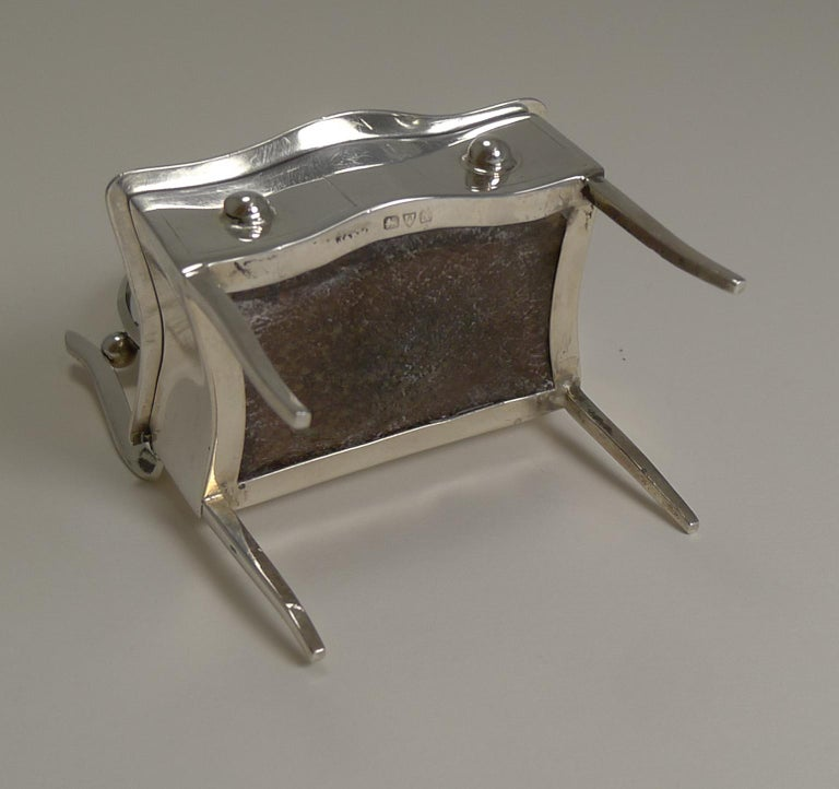 Novelty English Sterling Silver Jewelry / Ring Box by Joseph & Richard Griffin For Sale 6