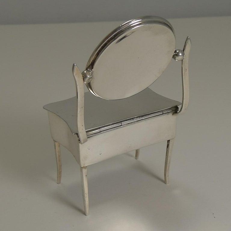 Early 20th Century Novelty English Sterling Silver Jewelry / Ring Box by Joseph & Richard Griffin For Sale